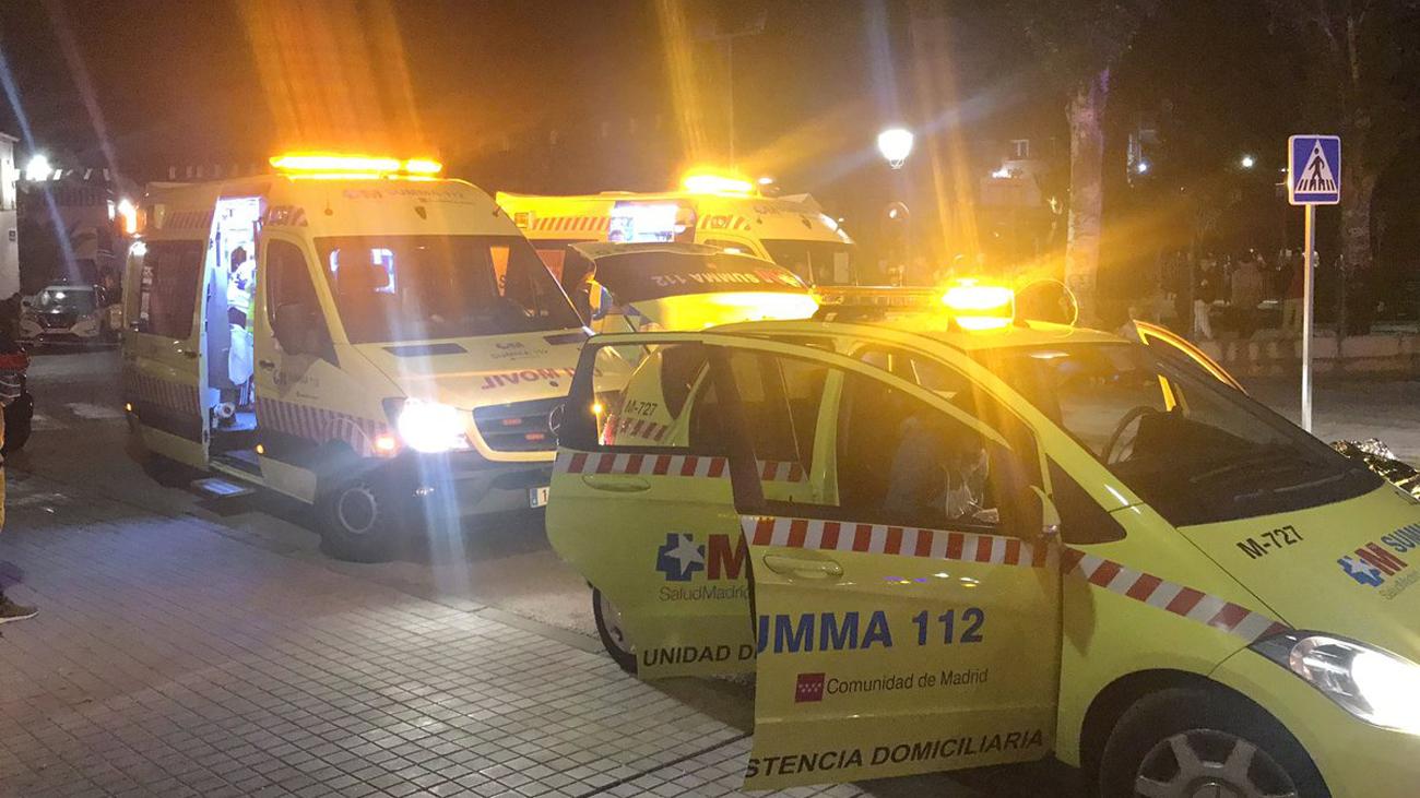 Los servicios de emergencia atendiendo a los heridos en Cobeña