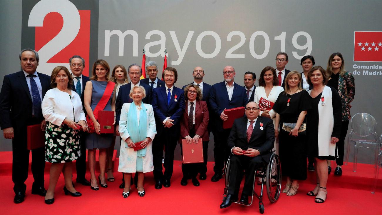 Raphael, Bertrán de Lis e Ignacio Echevarría, Medallas de Oro de la Comunidad
