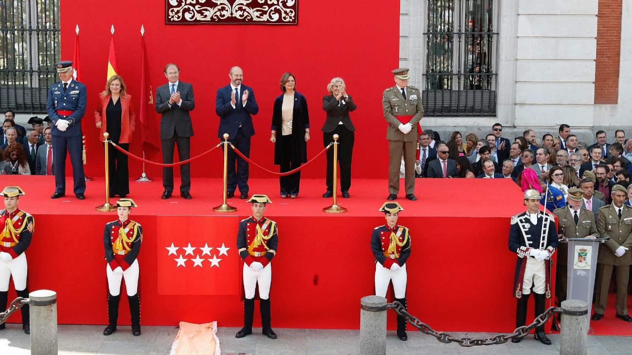 La parada militar concluye los actos del 2 de mayo