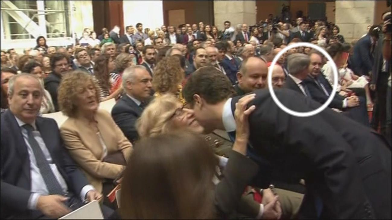 Casado evita saludar a Garrido tras su marcha a Cs