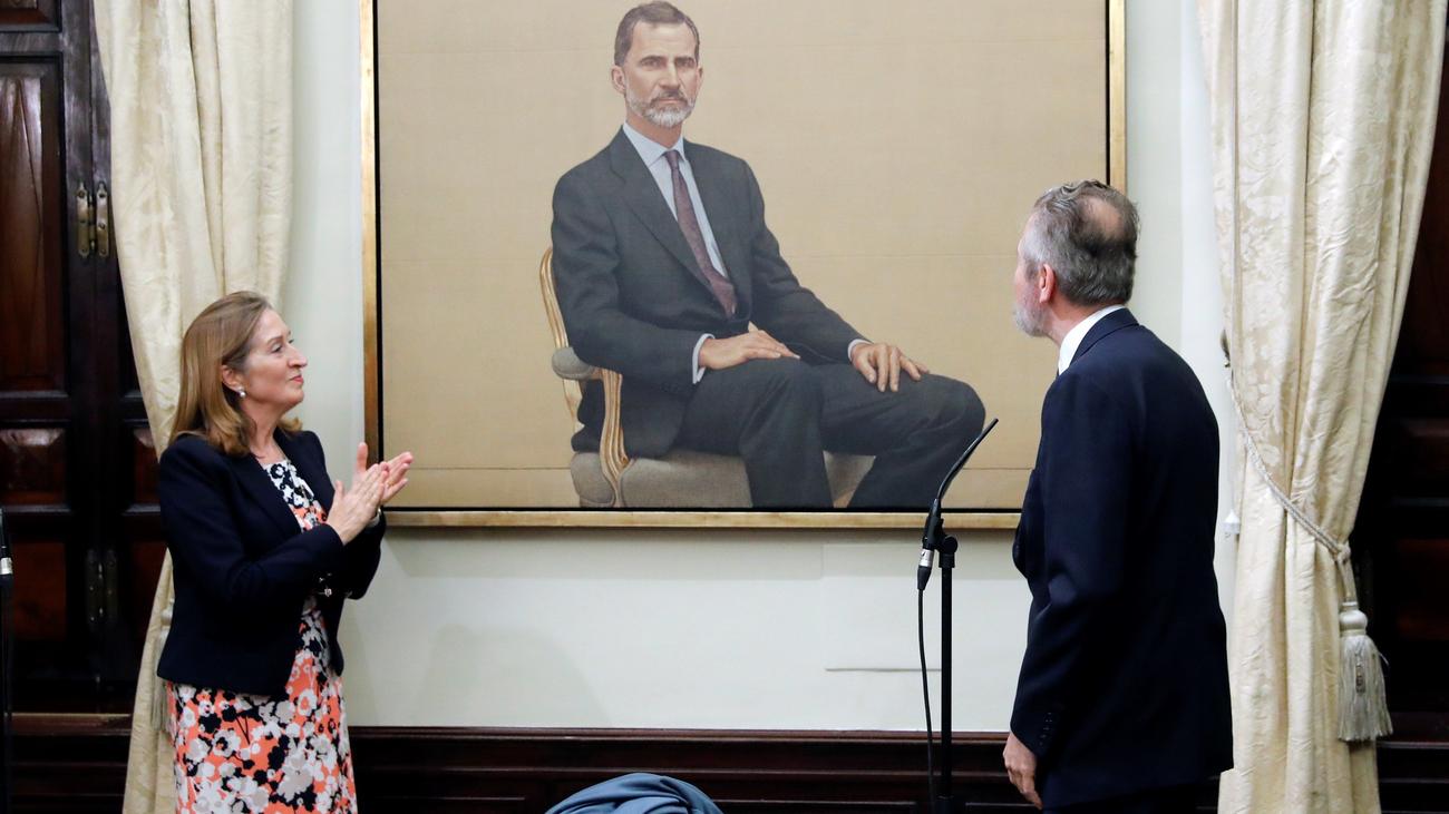 El Congreso presenta un nuevo retrato de Felipe VI pintado por Hernán Cortés