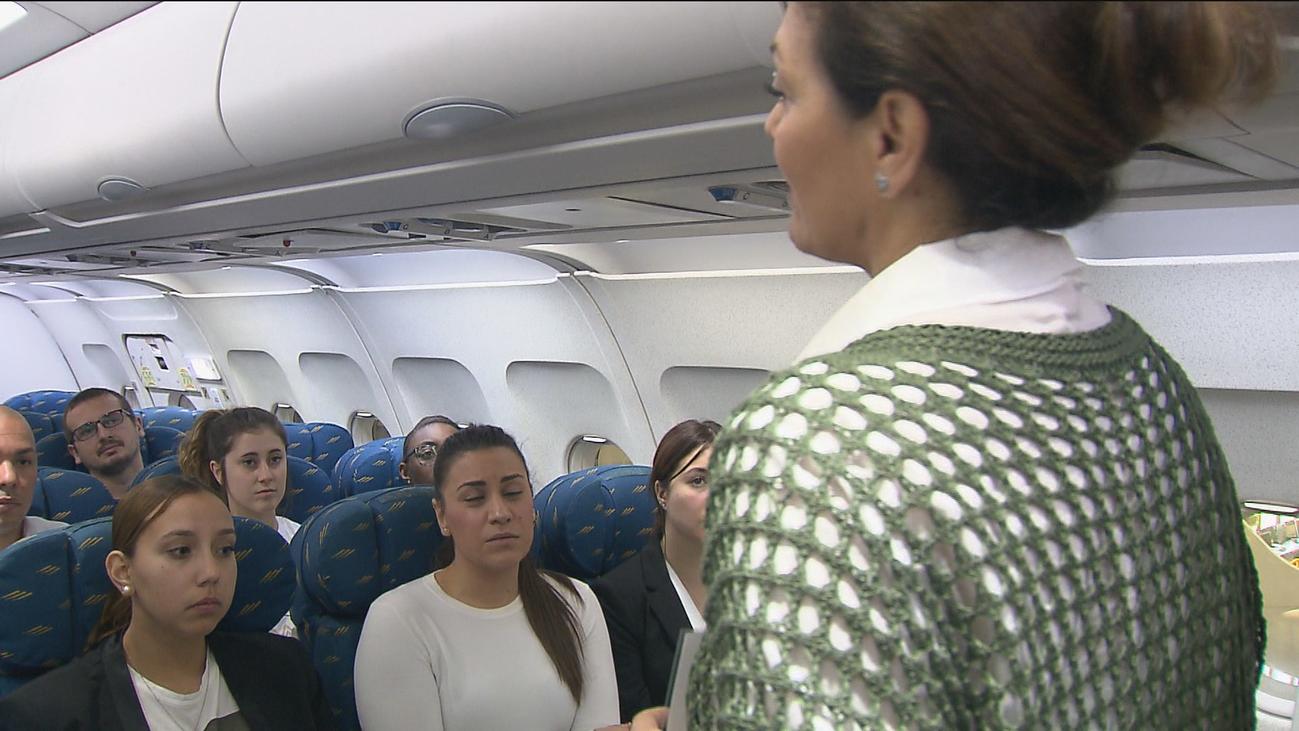 Así se debe evacuar un avión en caso de accidente