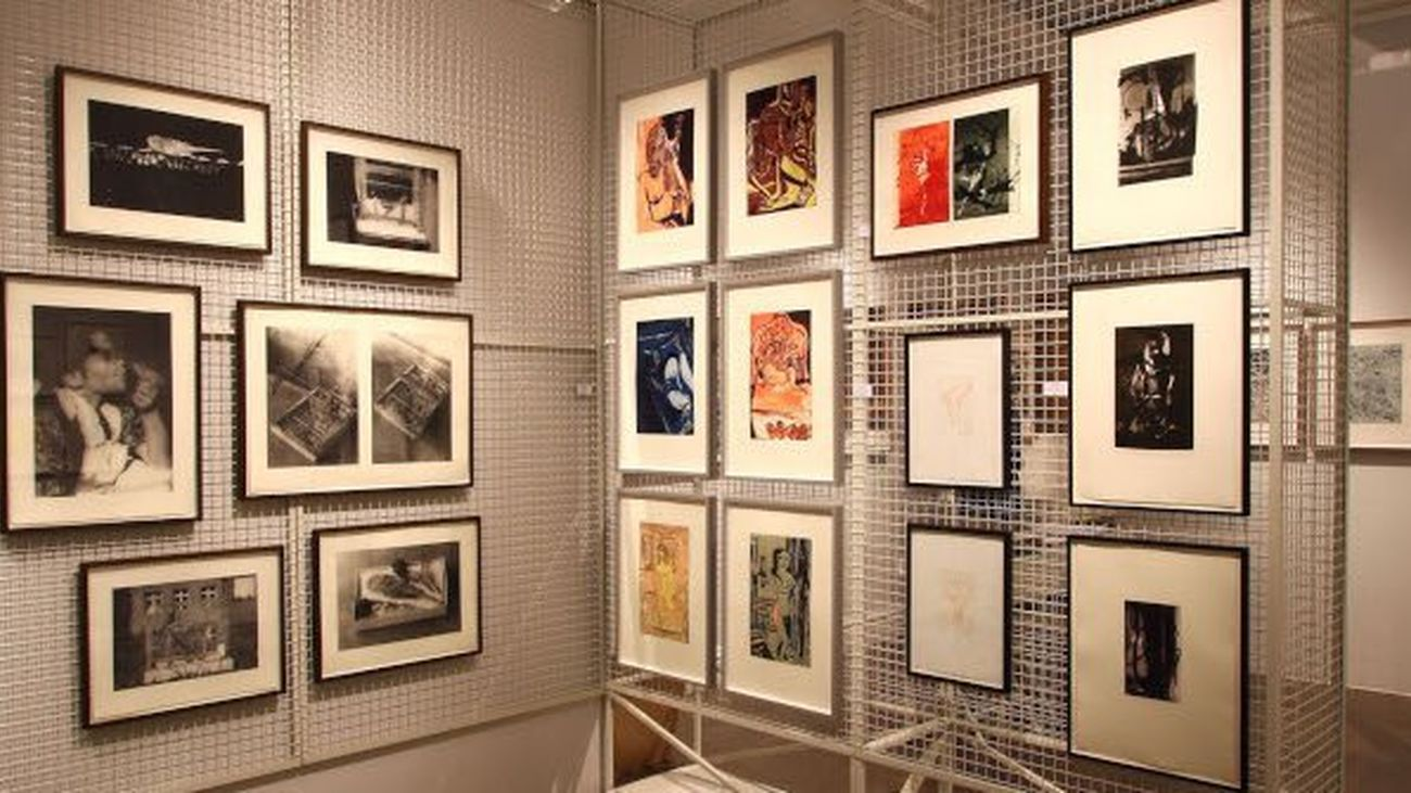 Exposición de arte en papel