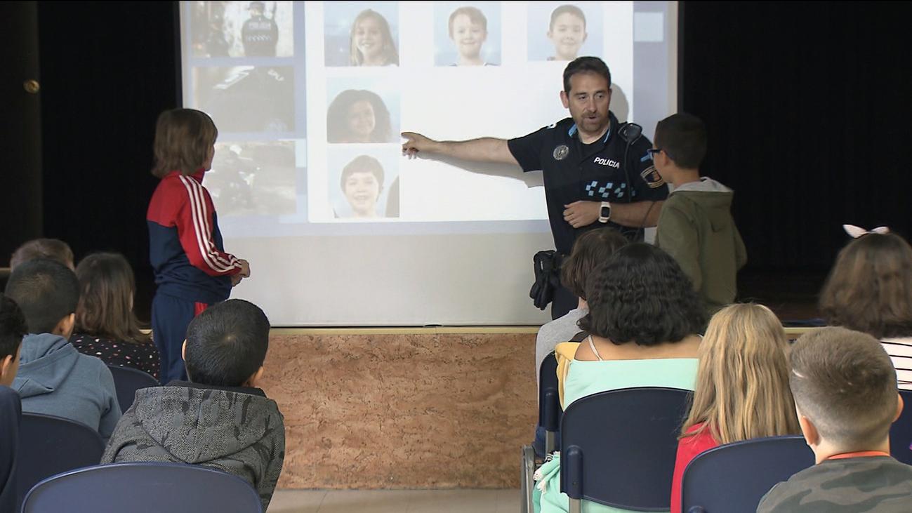 Charlas de la Policía contra la discriminación en colegios de Fuenlabrada