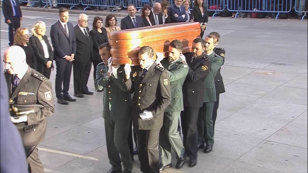 Llega al Congreso el fértro con los restos restos mortales de Alfredo Pérez Rubalcaba