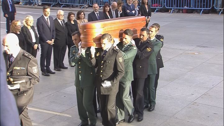 Llega al Congreso el féretro con los restos restos mortales de Alfredo Pérez Rubalcaba