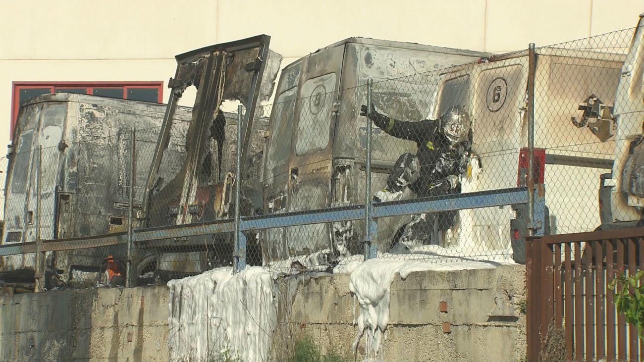 El incendio de un polígono de Loeches calcina 16 vehículos