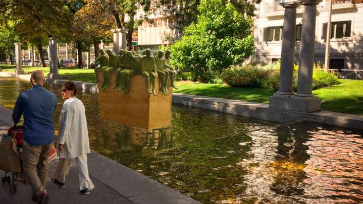 Comienzan a instalar en Recoletos la escultura de 5 metros en homenaje a los migrantes