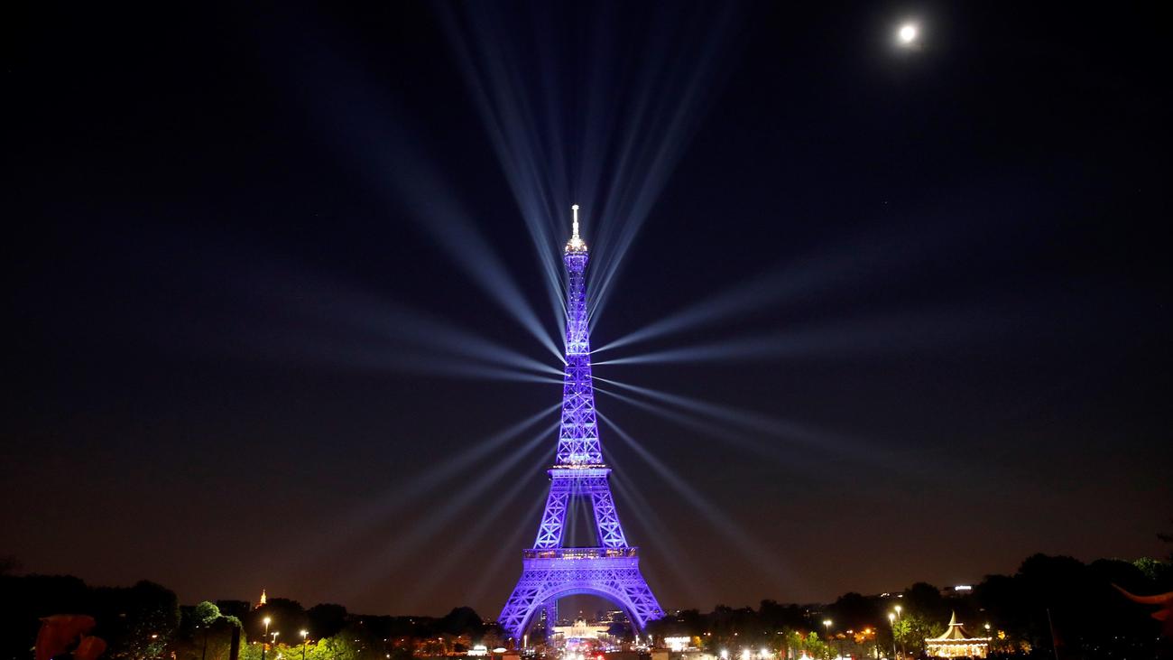 Espectáculo en la Torre Eiffel para celebrar su 130 cumpleaños