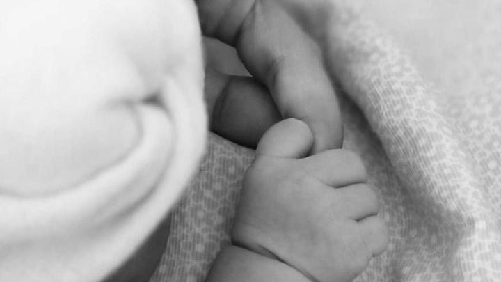 Begoña Villacís da a luz a su tercera hija, Inés, en la Jiménez Díaz