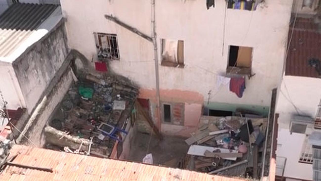 Denuncian las peleas y la inseguridad que genera un edificio okupado en Carabanchel