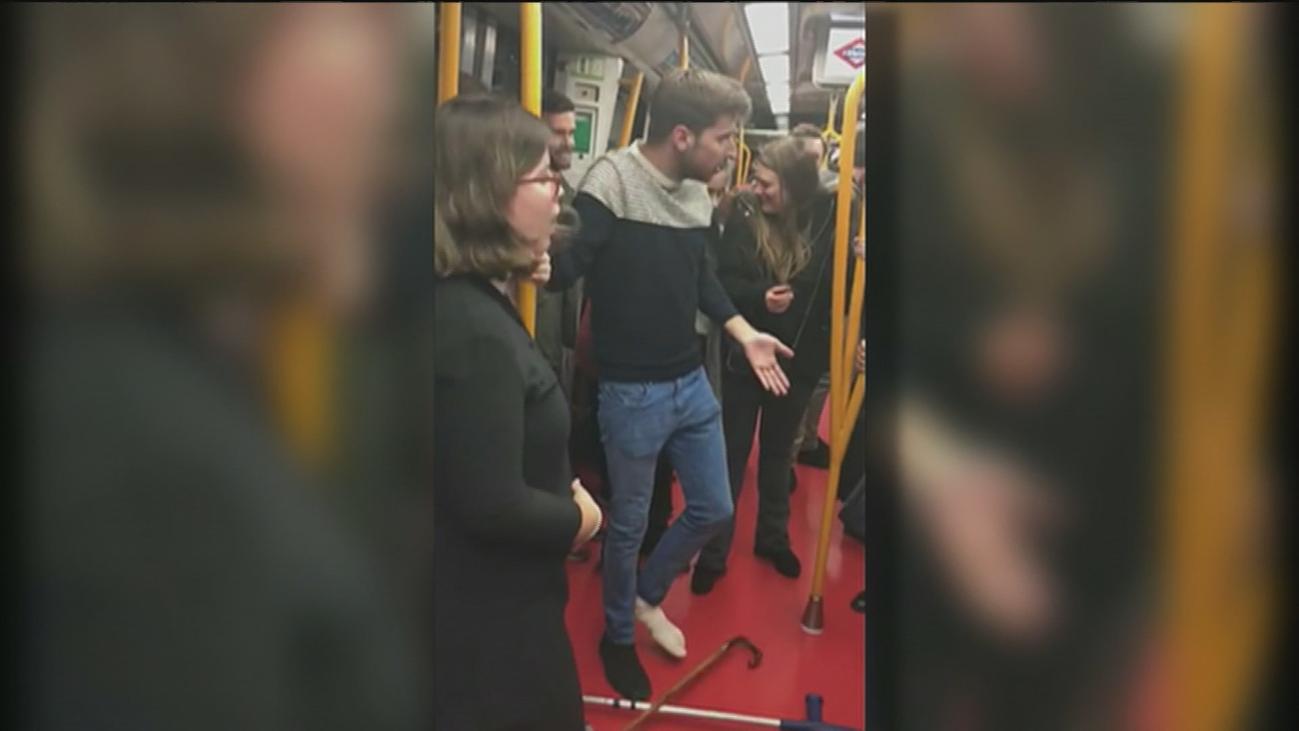 Un chico con muletas, una embarazada y un anciano: ¿quién tiene prioridad para coger asiento en el metro?