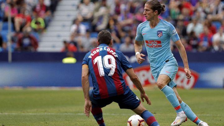 2-2. El Atlético se rehizo en inferioridad  ante el Levante