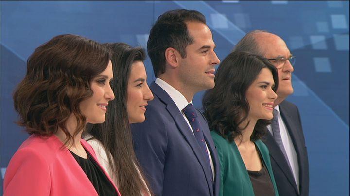 Visión de perfil de los cinco candidatos a la Comunidad de Madrid, antes del debate en Telemadrid
