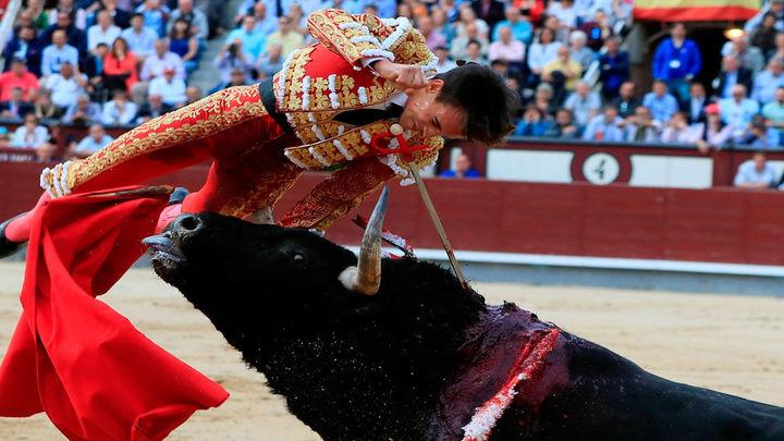 Gonzalo Caballero, herido al entrar a matar en Las Ventas