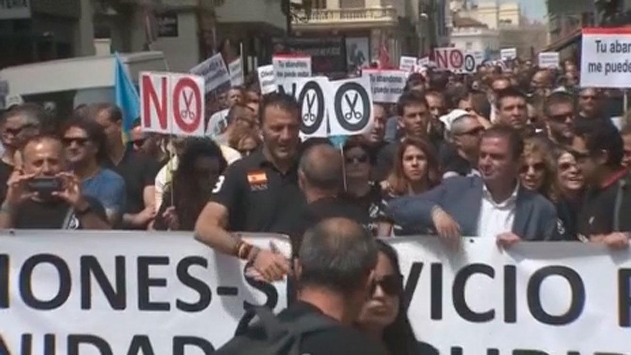 Funcionarios de prisiones  protestan frente al Congreso