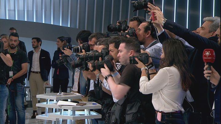 Muchos periodistas y fotógrafos antes del debate decisivo de los candidatos a la Alcaldía de Madrid