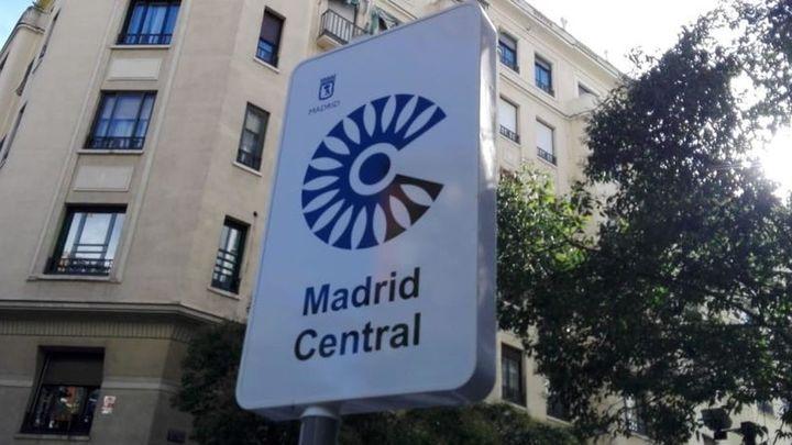 Instaladas las 17 pantallas que informarán sobre los aparcamientos en Madrid Central
