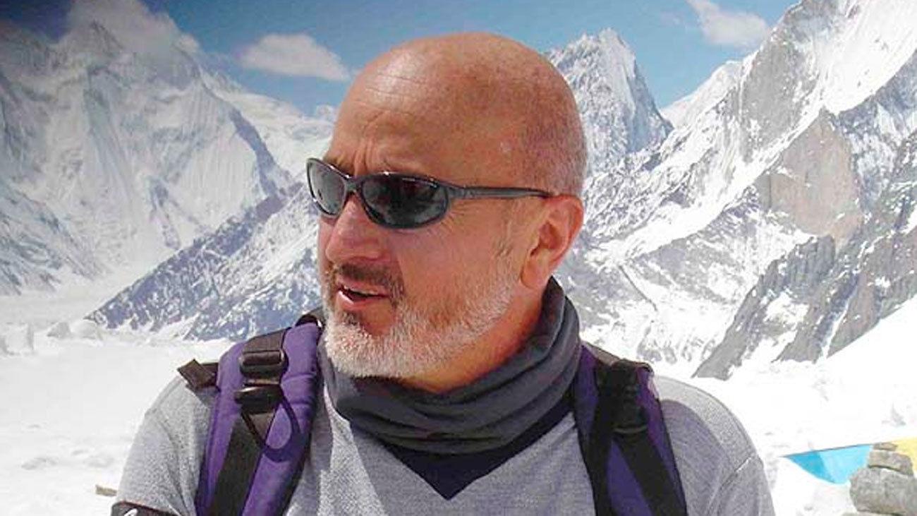 """Sebastián Álvaro: """"Los atascos y las muertes se deben al afán de hacer negocio en el Everest"""""""