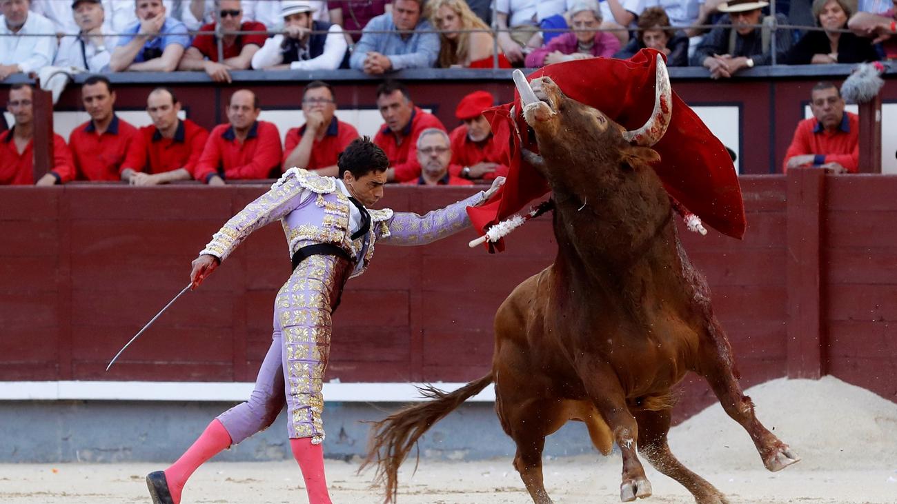 Paco Ureña corta una oreja y 'El Juli' y David de Miranda se lucen en las Ventas