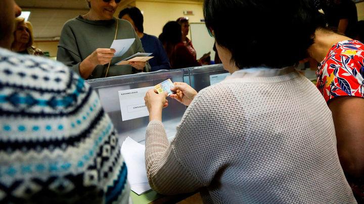 La participación en las elecciones en la Comunidad a las 13.00 es del 26,14 % y del 35,09% a las 14.00 para el Ayuntamiento