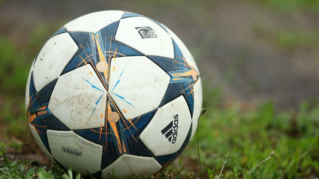 Un balón de fútbol (WIKIPEDIA)