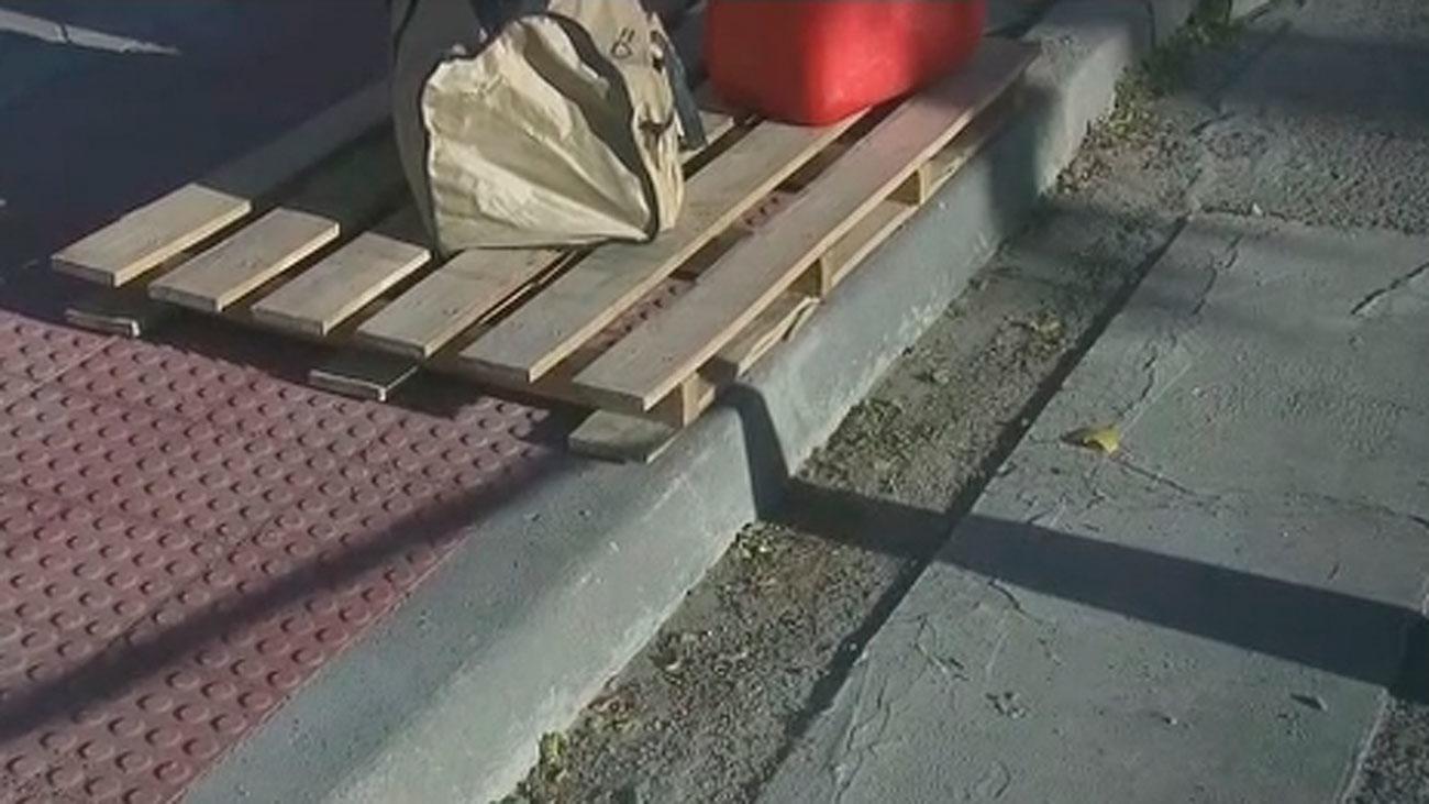 Recuperan los bordillos en Villaverde para instalar badenes nivelados en los pasos de cebra