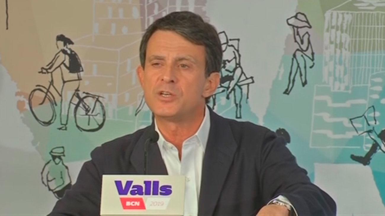 Valls se ofrece a Colau y Collboni para evitar una alcaldía independentista y le desautoriza Ciudadanos