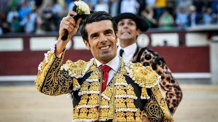 Emilio de Justo convence a Madrid por la vía de la pasión con variados victorinos