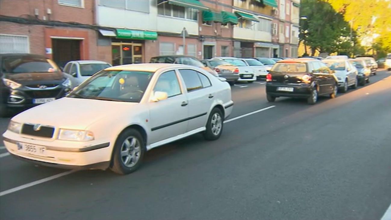 """Vecinos de Alcalá denuncian que les """"acribillan"""" a multas a la espera de un nuevo aparcamiento"""