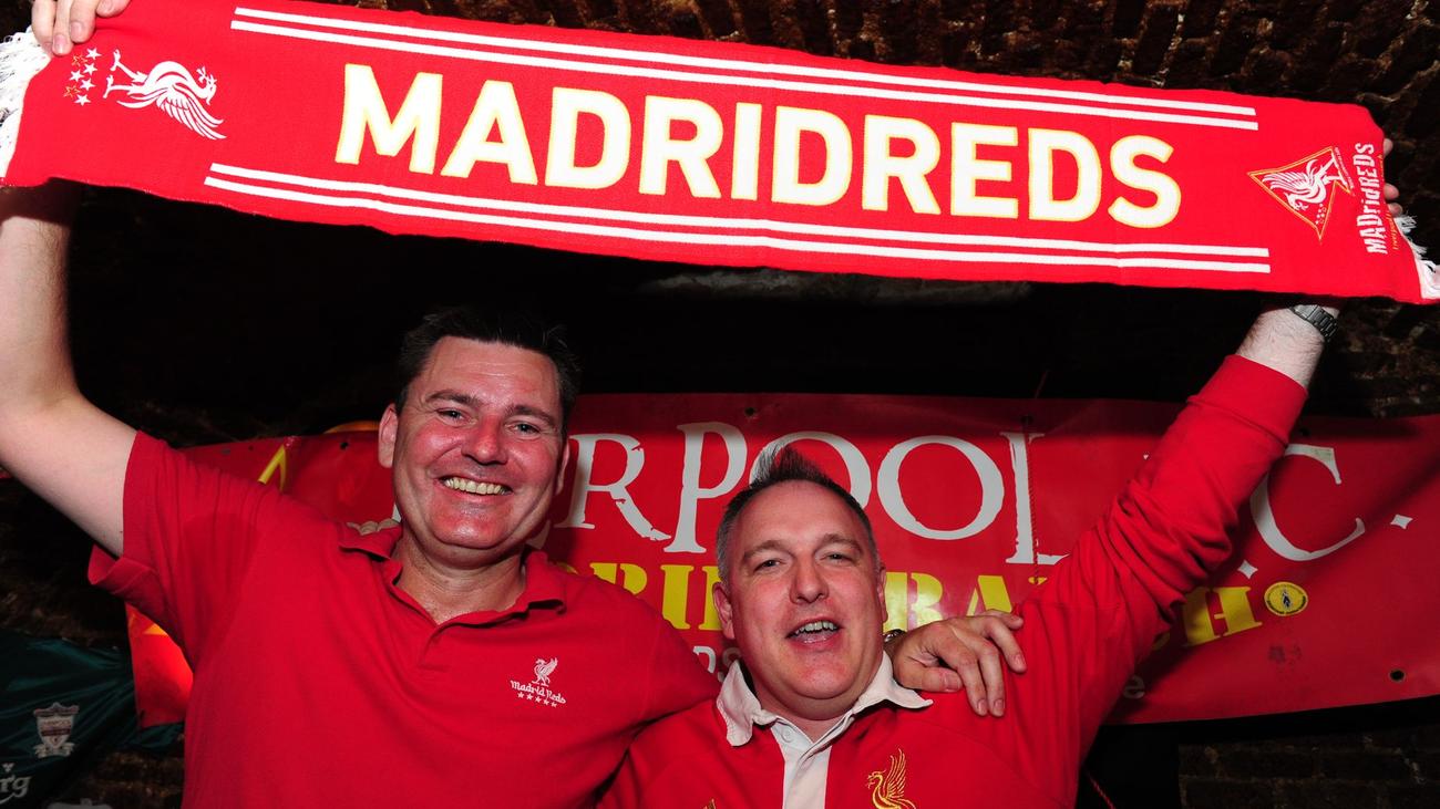 Así vive la peña madrileña del Liverpool la final de la Champions