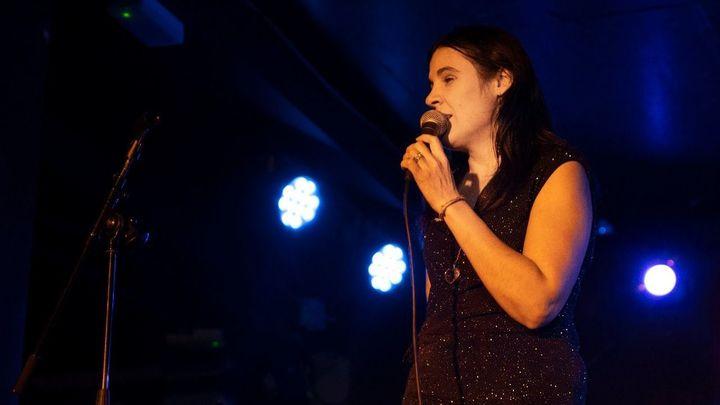 Loli Ayuma nos presenta 'Noche llena'