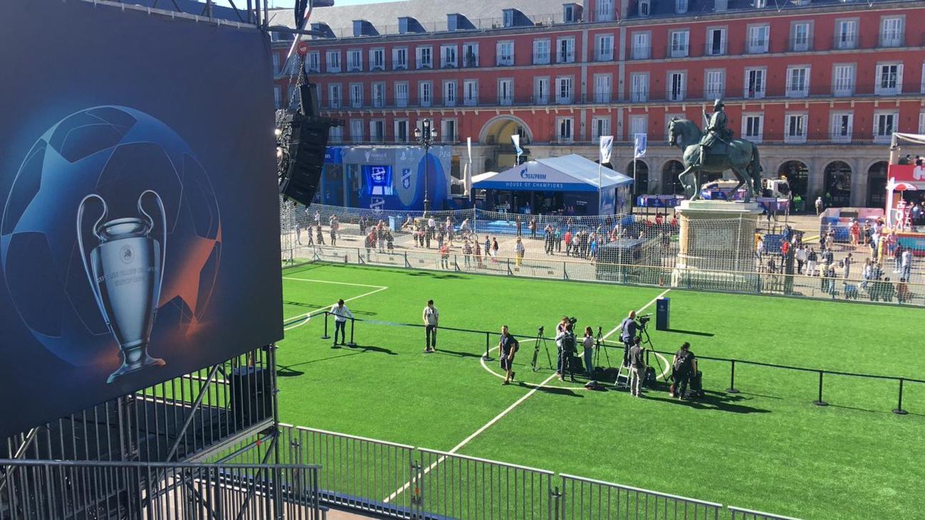 La final de la Champions obliga a los bares de la Plaza Mayor a recoger sus terrazas