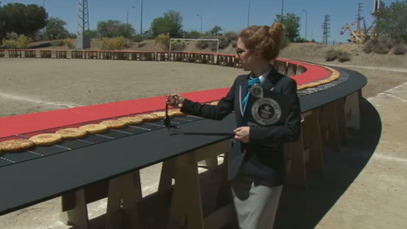 Getafe logra el Récord Guinness de la tortilla más larga del mundo