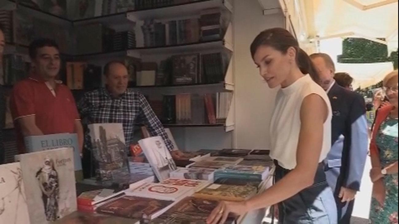 La reina Letizia inaugura la 78 edición de la Feria del Libro de Madrid, una 'feria en femenino'