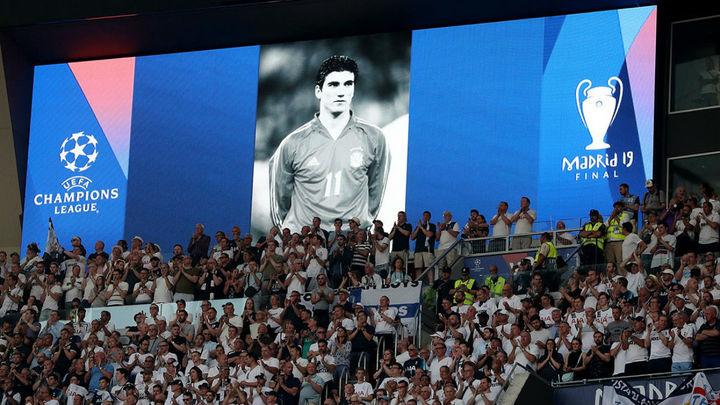 La final de la Liga de Campeones homenajea a Reyes