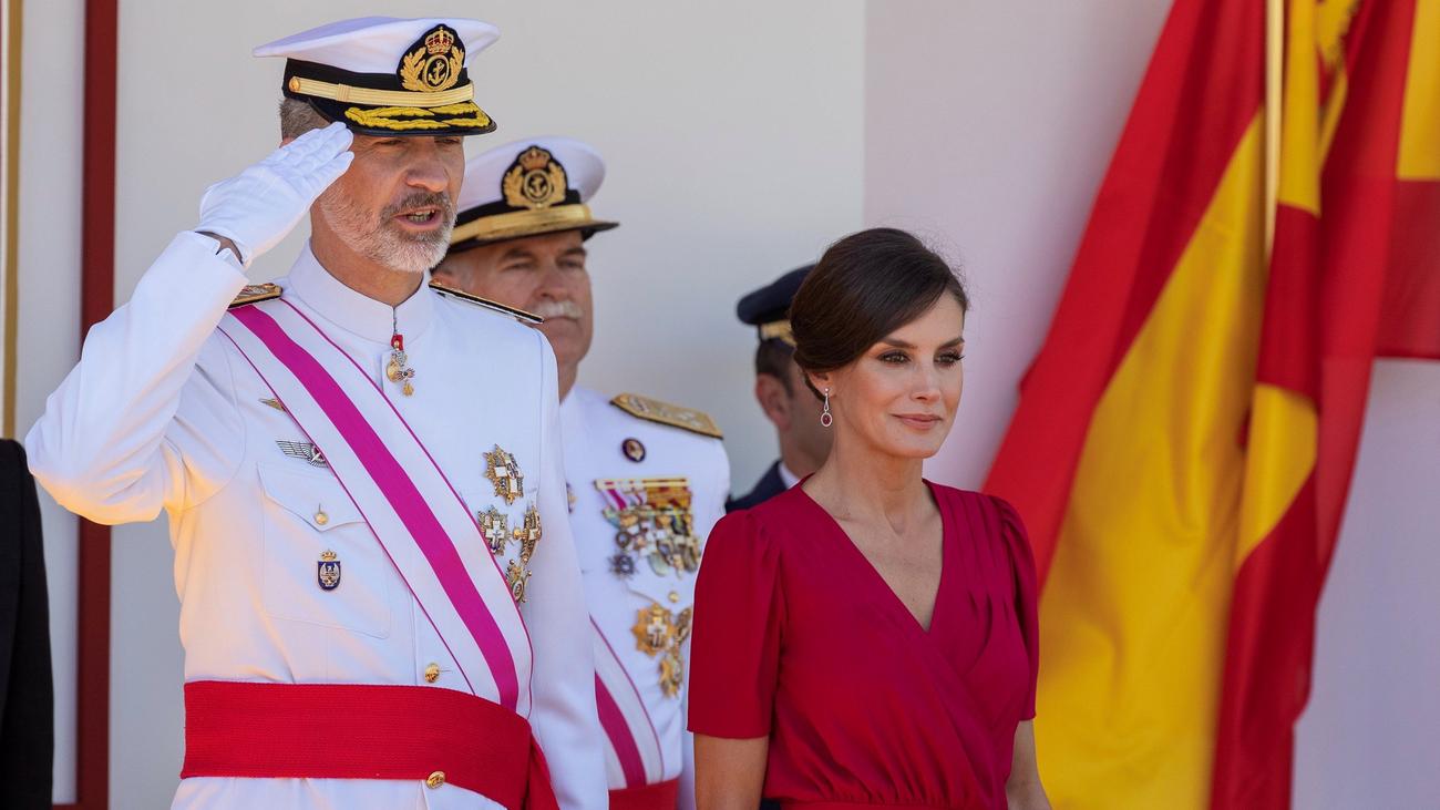 Los reyes presiden en Sevilla el desfile de las Fuerzas Armadas