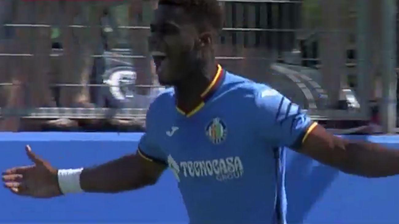 Gol de  Paulolo, del Getafe, al Lealtad  (2-0)
