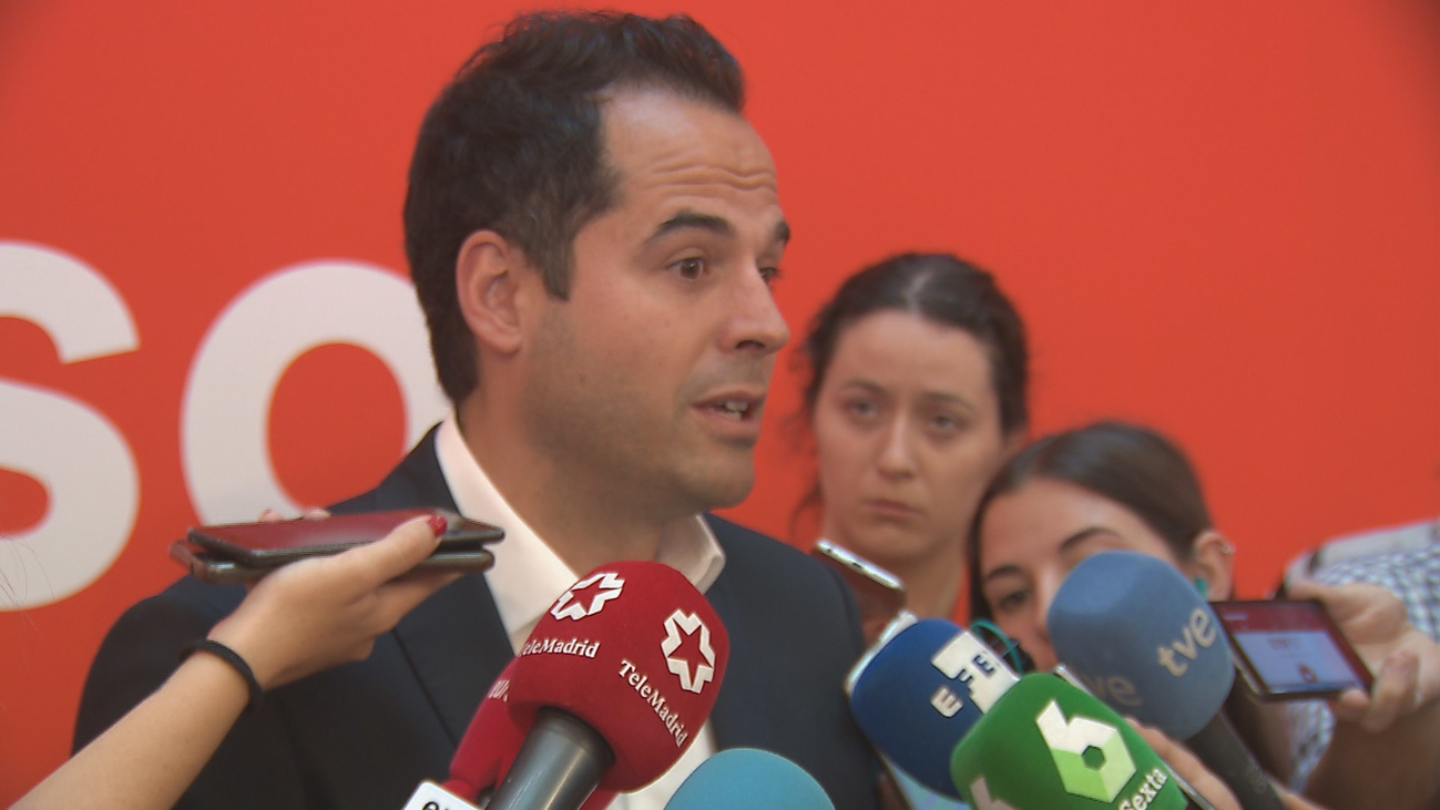 Aguado avisa: O Vox elimina líneas rojas o la izquierda gobernará Madrid