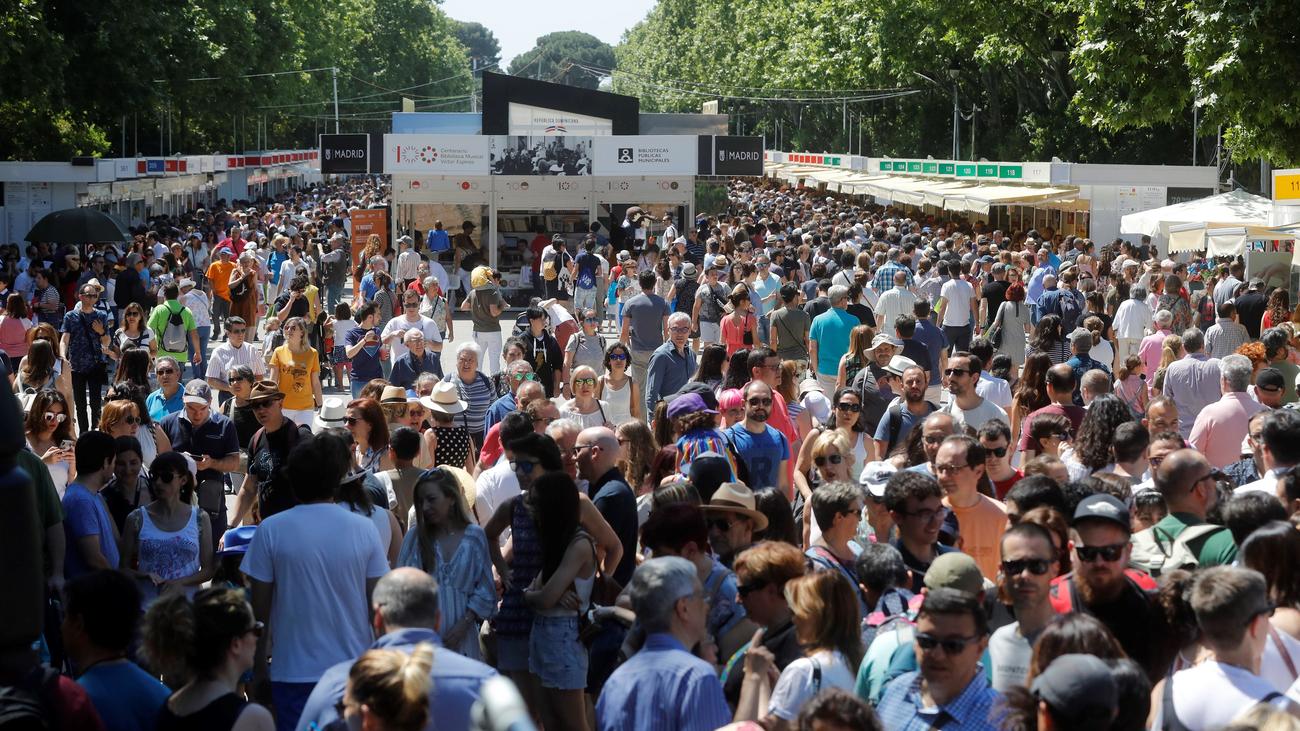 Gran afluencia de visitantes en elprimer fin de semana de la Feria del Libro 2019
