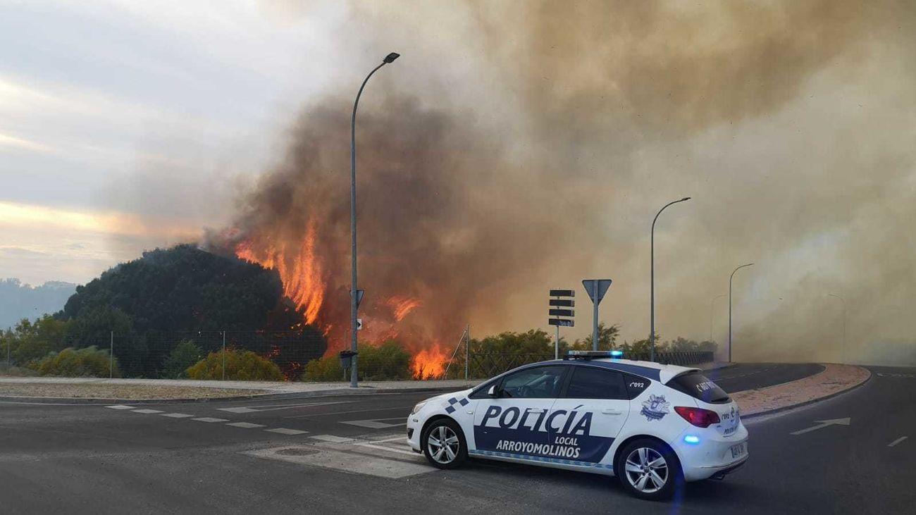 Incendio en una zona de vegetación en Arroyomolinos