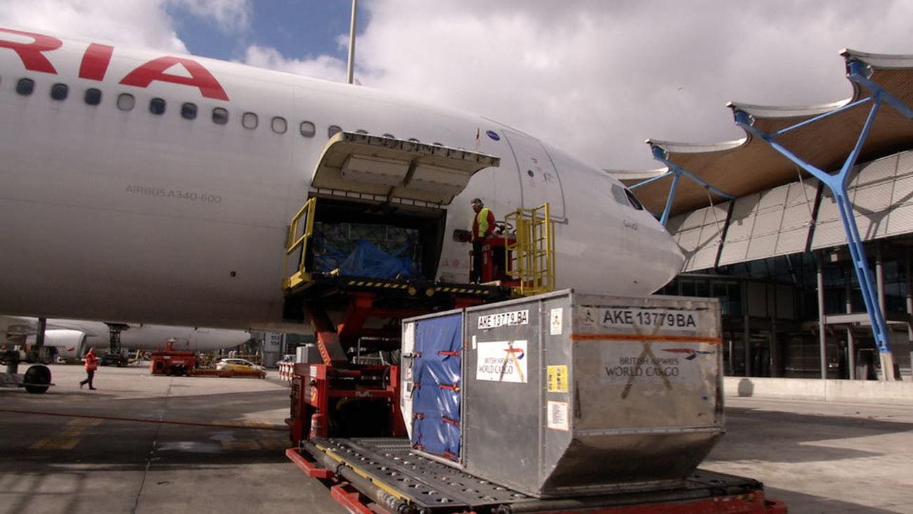 Aviones con 250 pasajeros y 80.000 rosas