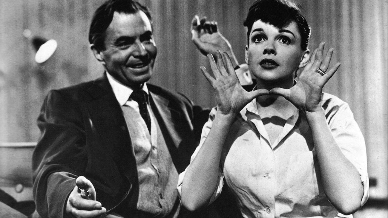 Judy Garland protagoniza 'Ha nacido una estrella'