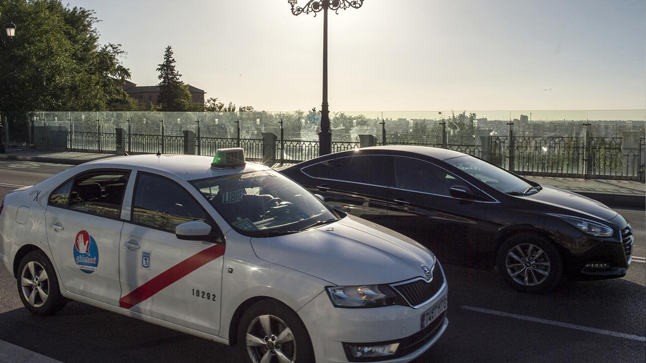 Los taxistas madrileños reclaman la regulación urgente de las VTC