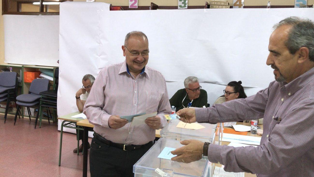 Luis Martínez Hervás, cuando votó el pasado 26-M