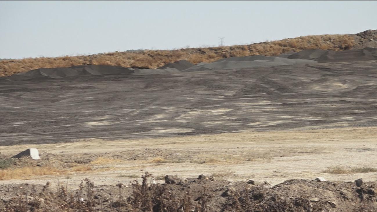 La acumulación de lodo y residuos dejan olores insoportables en Getafe