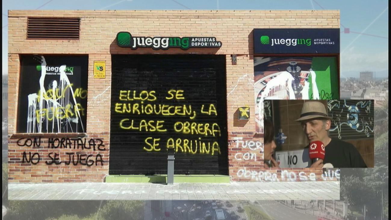 Los vecinos de Carabanchel denuncian que las casas de apuestas dejan entrar a menores