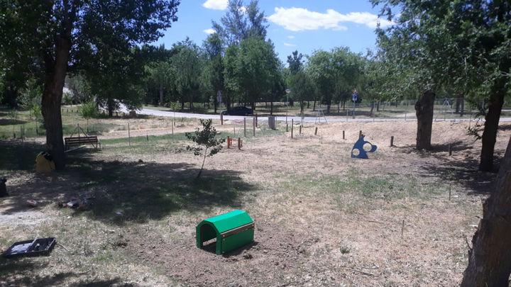 Alalpardo estrena un parque canino de 2.000 metros cuadrados