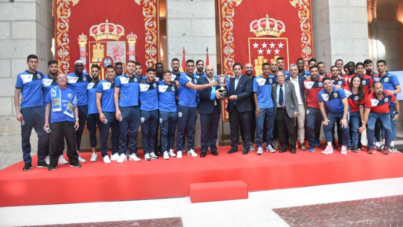 El Fuenlabrada ofrece la copa de campeones de Segunda B a los madrileños