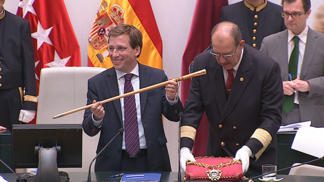 Jose Luis Martínez Almeida toma el bastón de mando de la ciudad